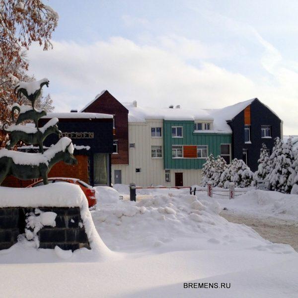 Снежная зима на улицах поселка Бремен